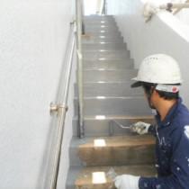 防水工事・塗装工事及び補修工事実績:沖縄市M様宅 (天井、階段部分塗装工事)